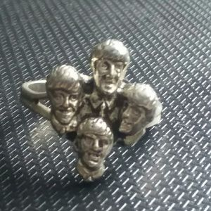 The Beatles Accessories - 1965 Beatles vending machine prize